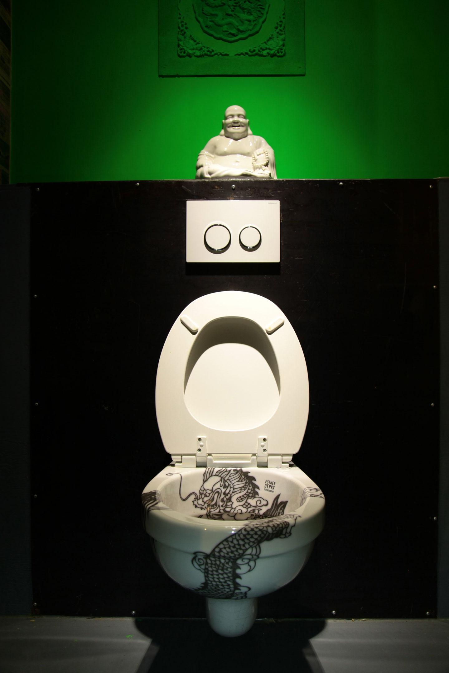 Design toilet met ontwerp van chinese draak esther derkx - Decoratie toilet ontwerp ...