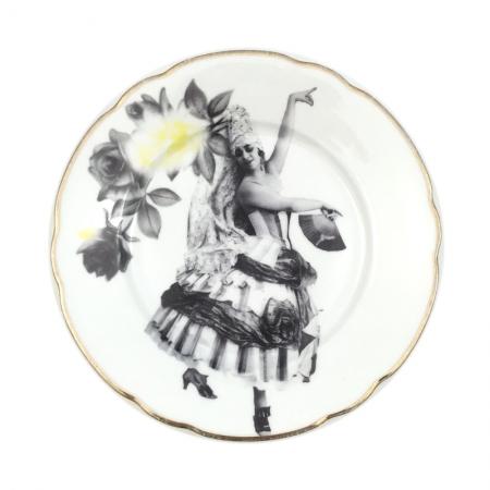 Vintage bord met historische foto van een danseres in een theatrale jurk